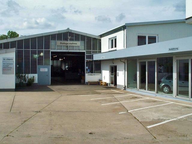 Blick auf den neuen Ausstellungsraum des Autohaus Lick
